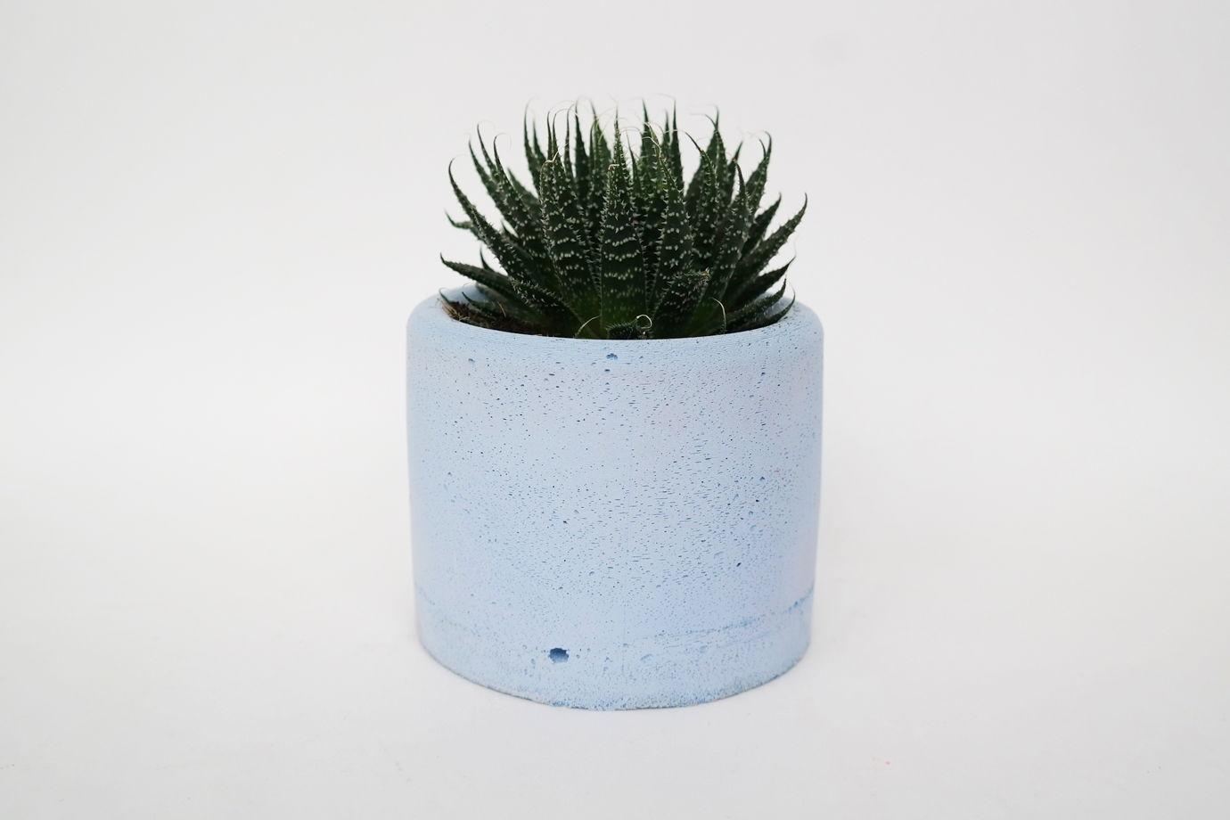 Малое голубое кашпо