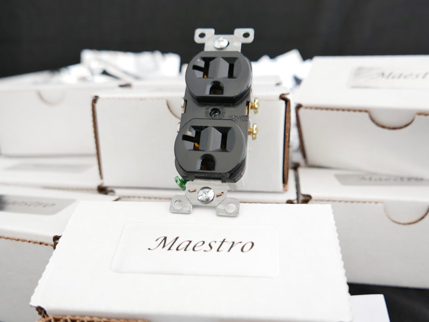 cruzeFIRST Audio Maestro Outlet  Still the King of Audio Grade AC Outlets