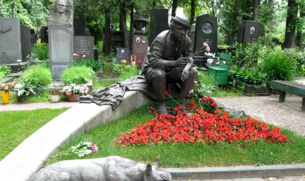 Новодевичье кладбище - покой великих.