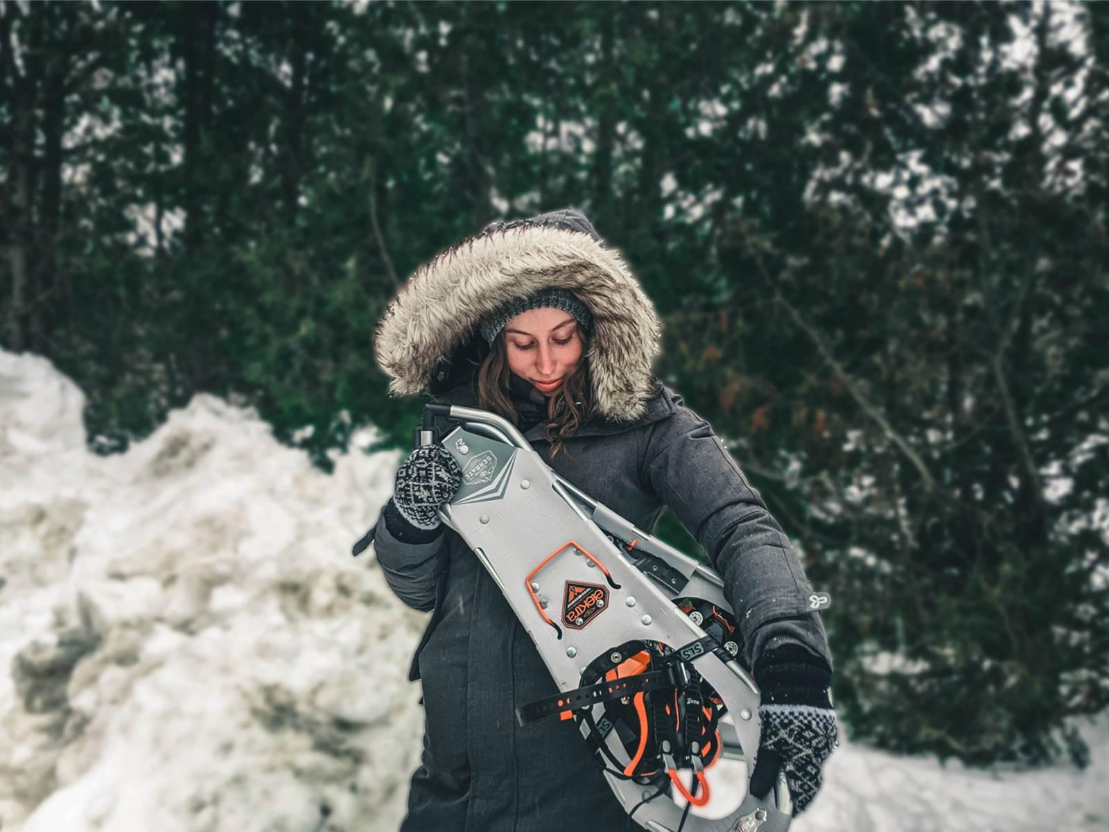 Randonneuse avec Mount Trail au parc val david val morin durant l'hiver. Randonneuse en raquette d'hiver.
