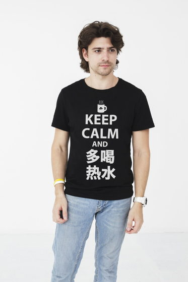 "Футболка Laowai.me ""Keep calm and 多喝热水 "" (черная)"