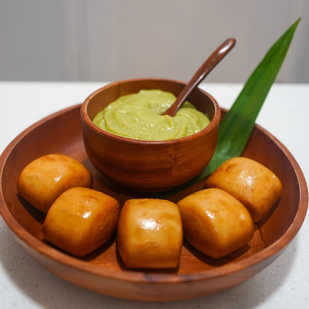 Pandan flavoured coconut jam with deep fried crispy mantou buns. I find it more interesting to add a dollop of creme fraiche to the kaya. This makes the kaya more creamy and a little tangy to balance its sweetness.