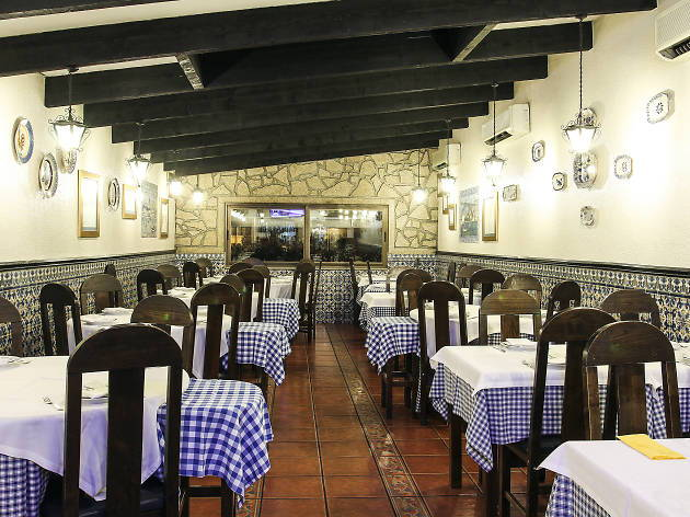 Our team picks Cozinha do Manel as one of the typical places to eat out in Porto.