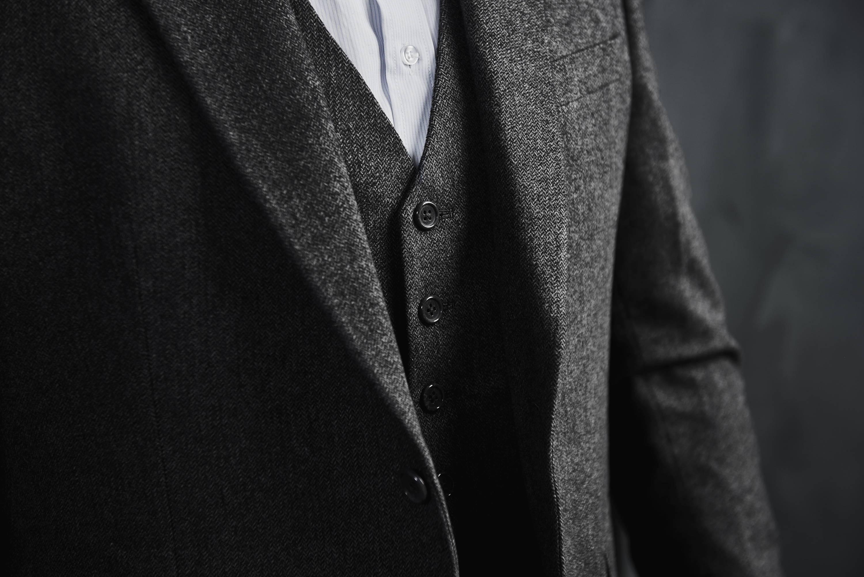 TailorMate   Skræddersyet jakkesæt med hvid skræddersyet skjorte og slips.