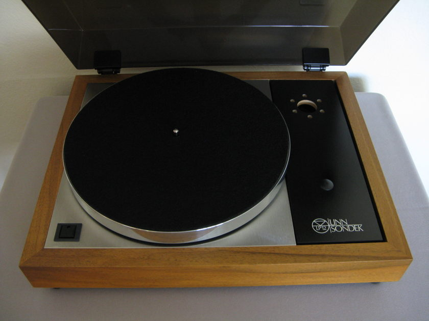 Linn Sondek LP12 Turntable -w- Valhalla power supply