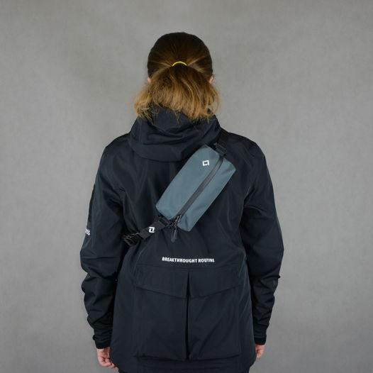 Черная сумка - нессесер со светоотражающим принтом