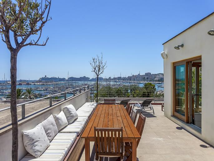 Townhouse with harbour view in Santa Catalina