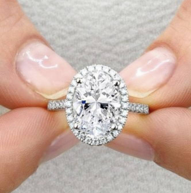 Can People Tell the Difference Between Moissanite and Diamond?