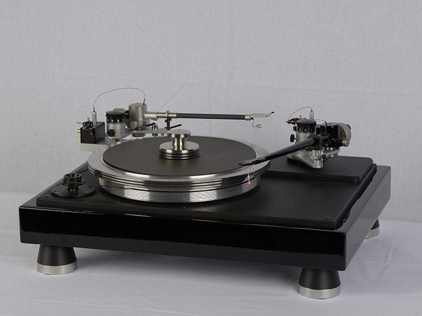 VPI Industries Classic 4 Dual Arm Turntable  Gloss  Black. (show demo with full warranty)