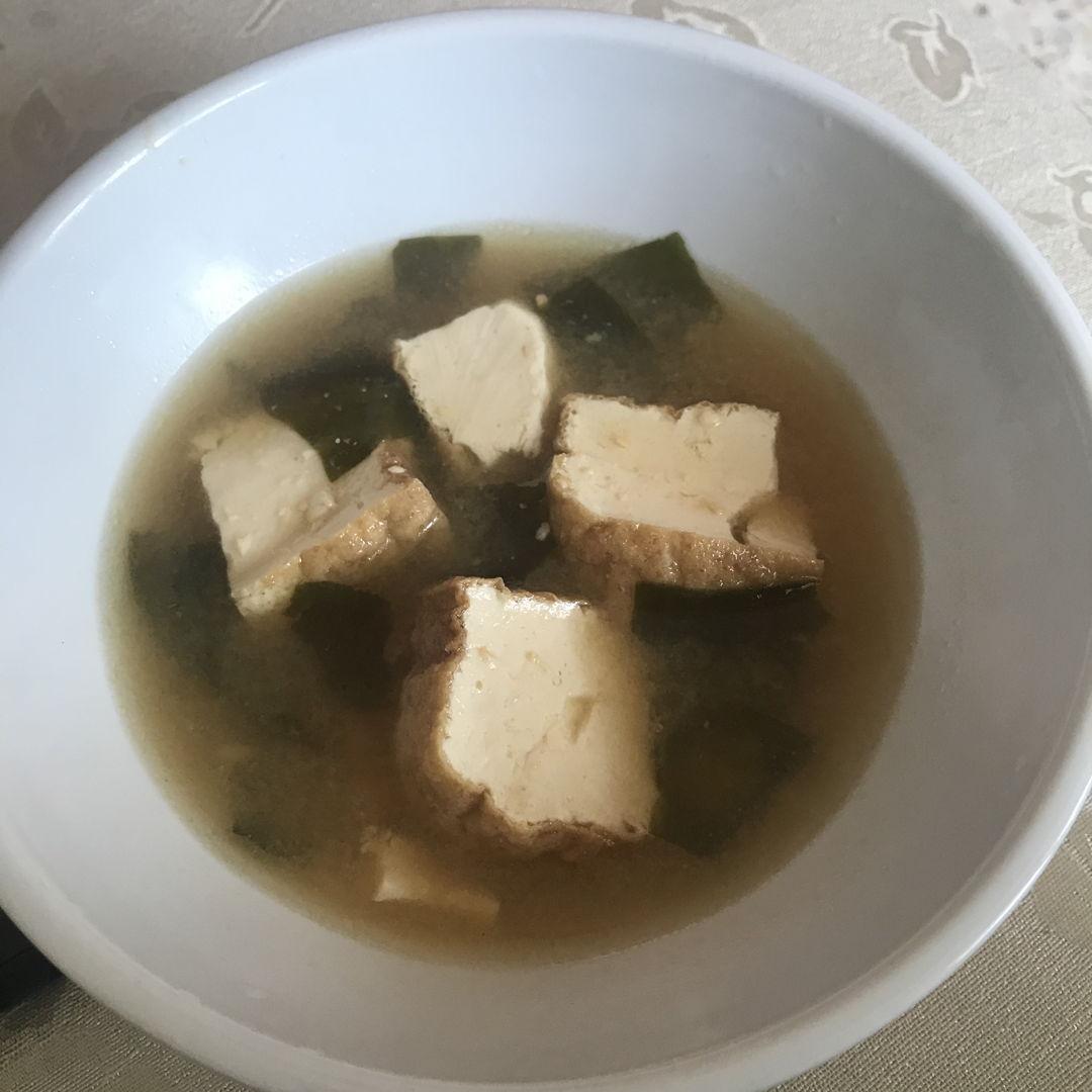 Miso soup with tofu and seaweed 🤗✌🏻
