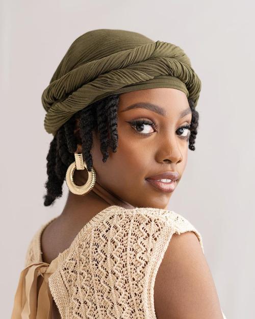 Woman wearing a headwrap style