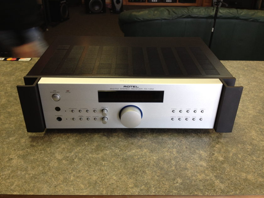 Rotel  RX-1052  Integrated with AM/FM tuner and MM phono 100w x 2