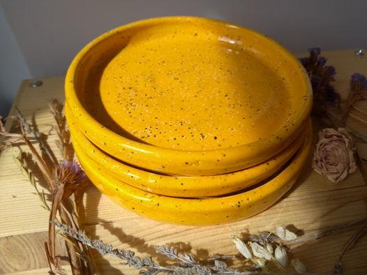 Жёлтые керамические блюдца
