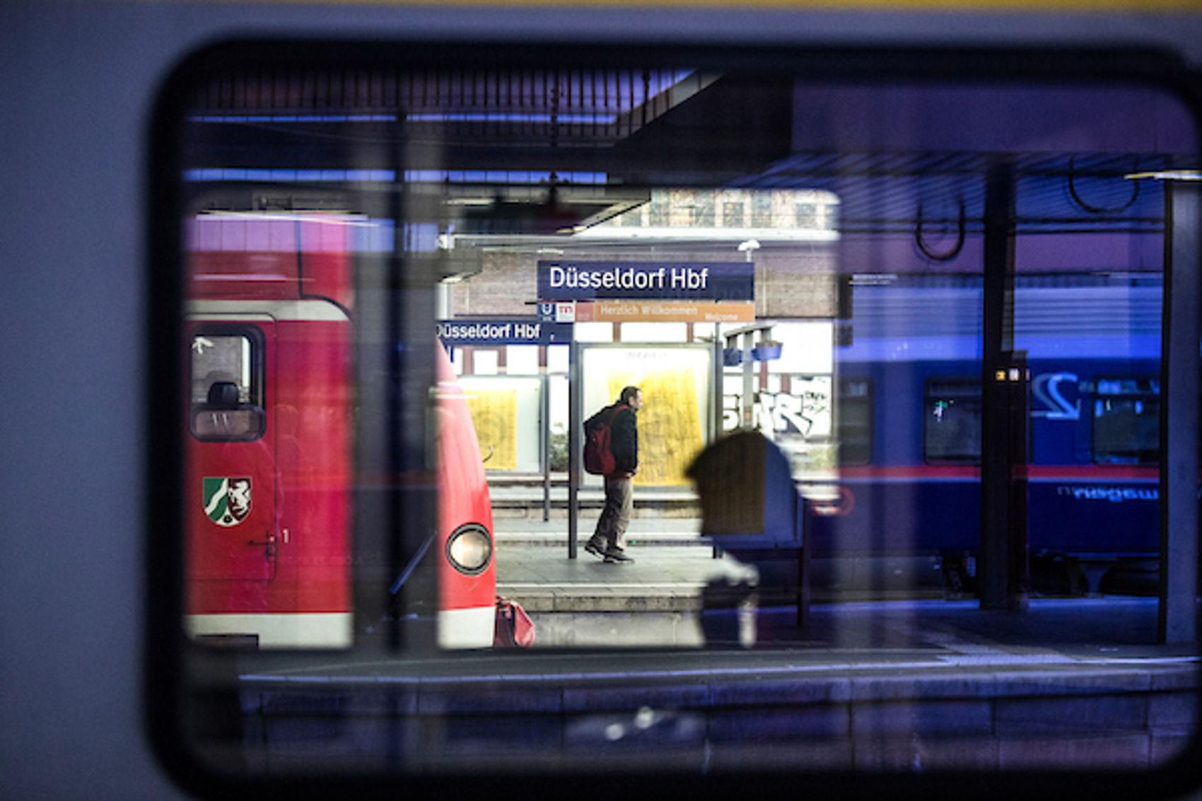 Hauptbahnhof Düsseldorf, waar reizigers in 2025 vanaf station Eindhoven direct naar toe kunnen reizen.