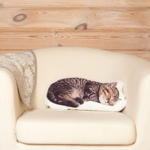Подушка Спящий котенок – льняная декоративная подушка в виде полосатого котёнка