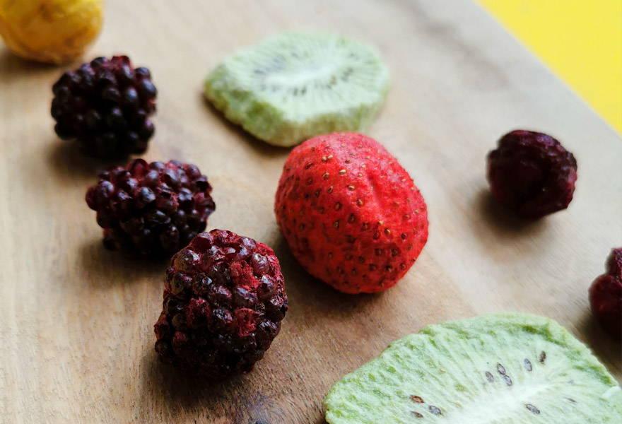 Erdbeere-Brombeeren-Kiwi-Kirschen