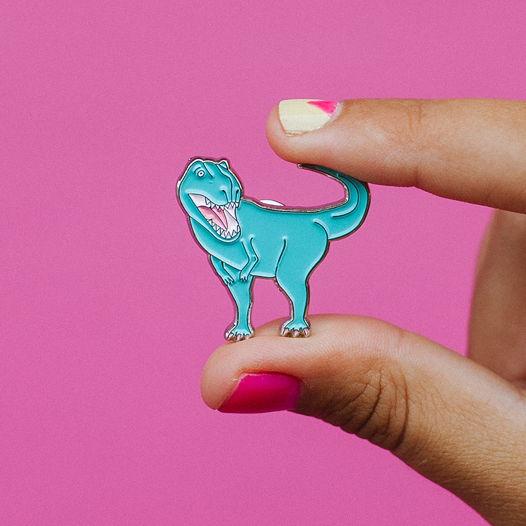 металлический значок «динозавр» голубой