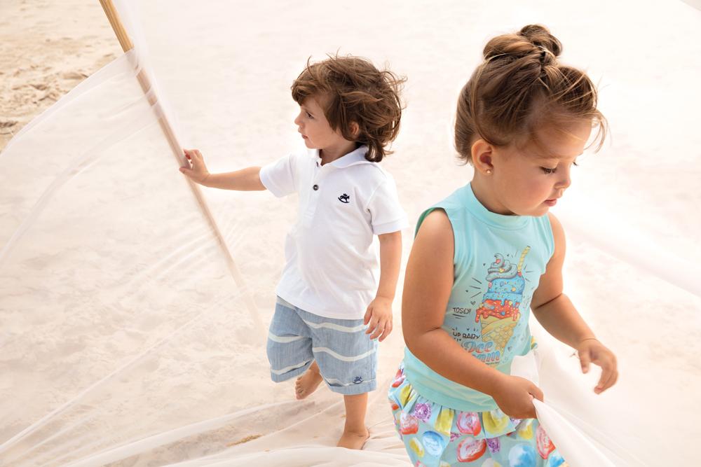Мальчик и девочка в детской одежде Up Baby