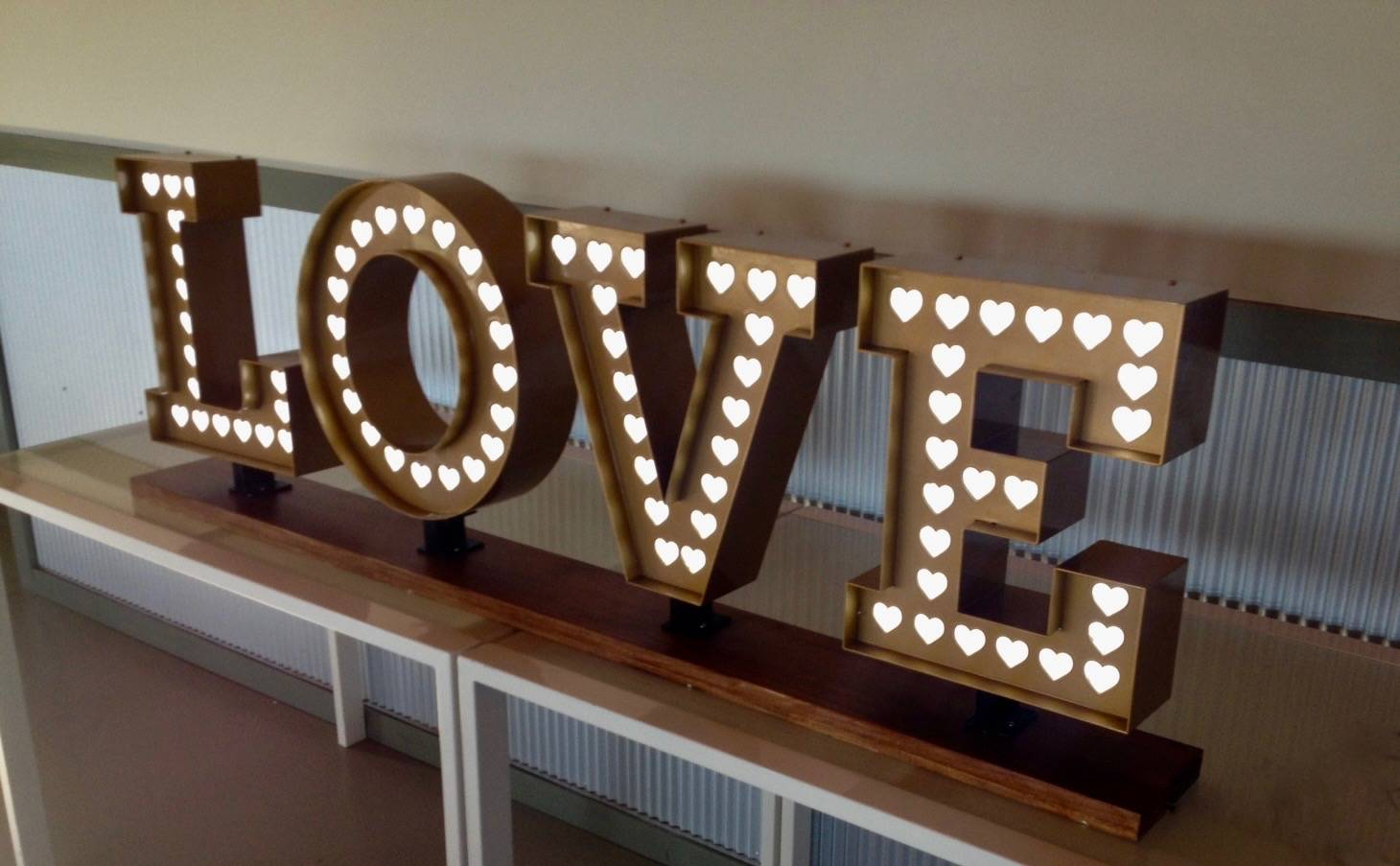 Classic light up Love sign