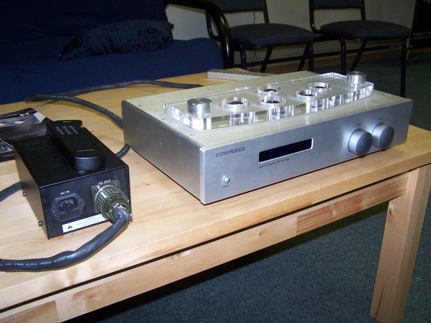 Consonance Cyber 222 tube pre-amp  with outboard power supply