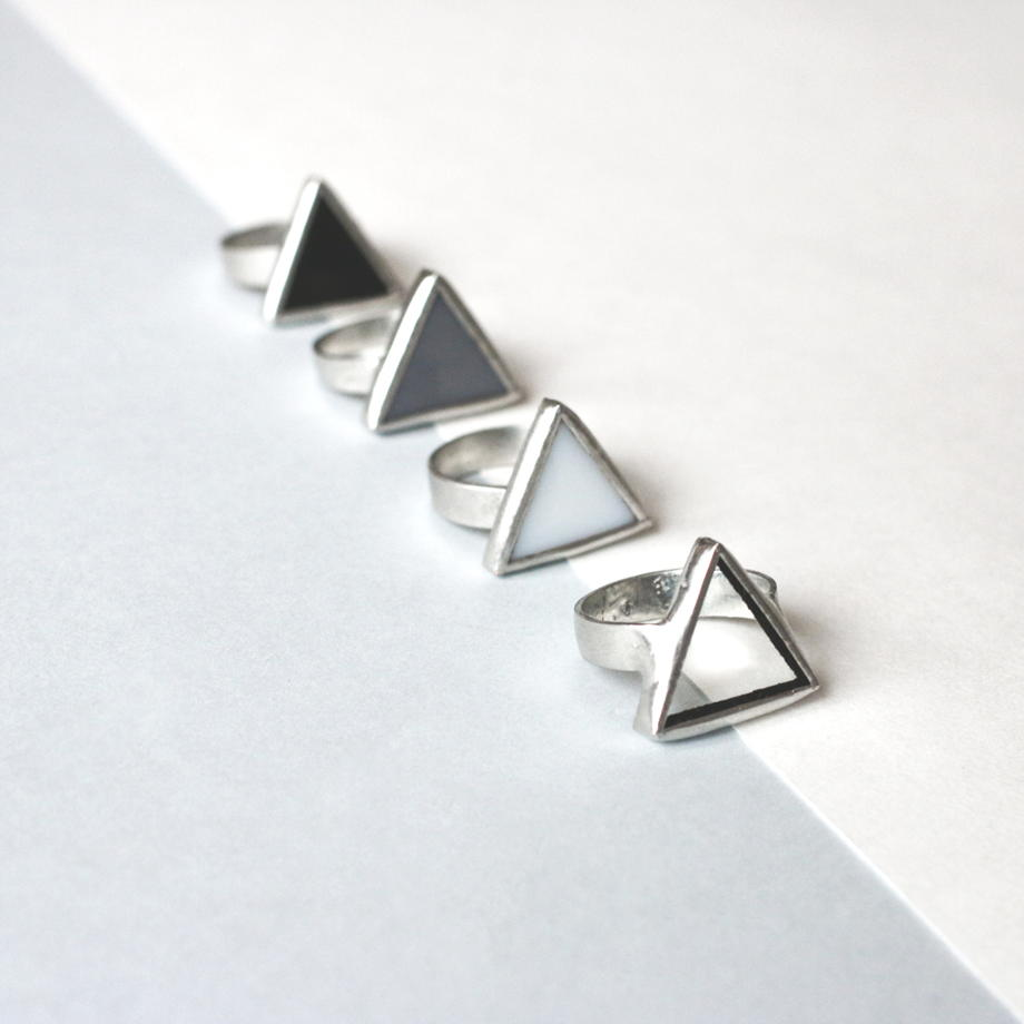 """Треугольные стеклянные кольца коллекции """"монохром"""""""