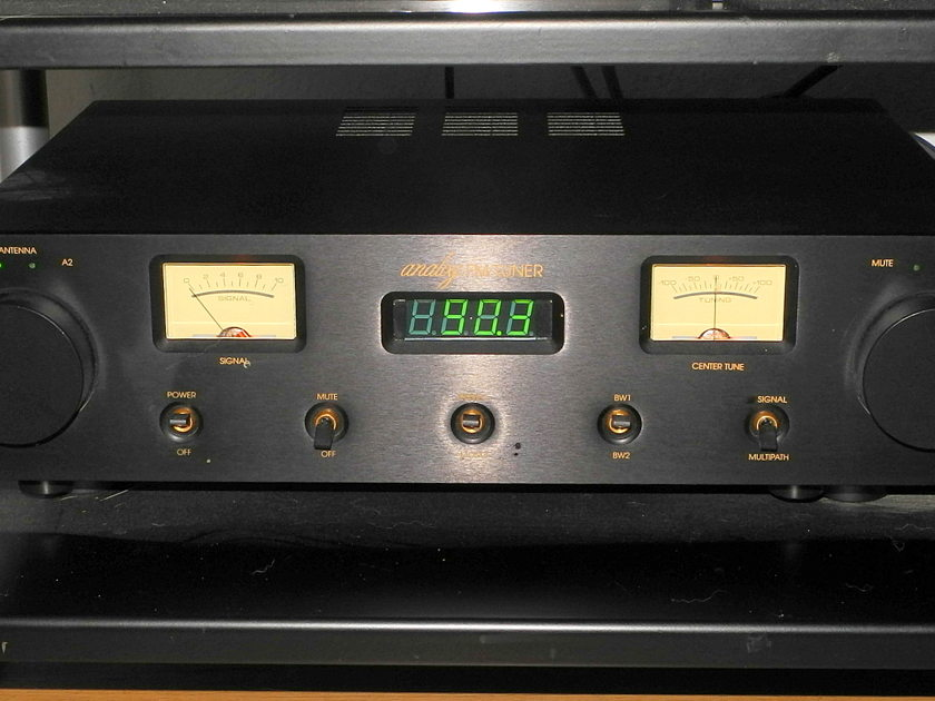 """Magnum Dynalab MD102 black FM tuner with 19"""" faceplate"""