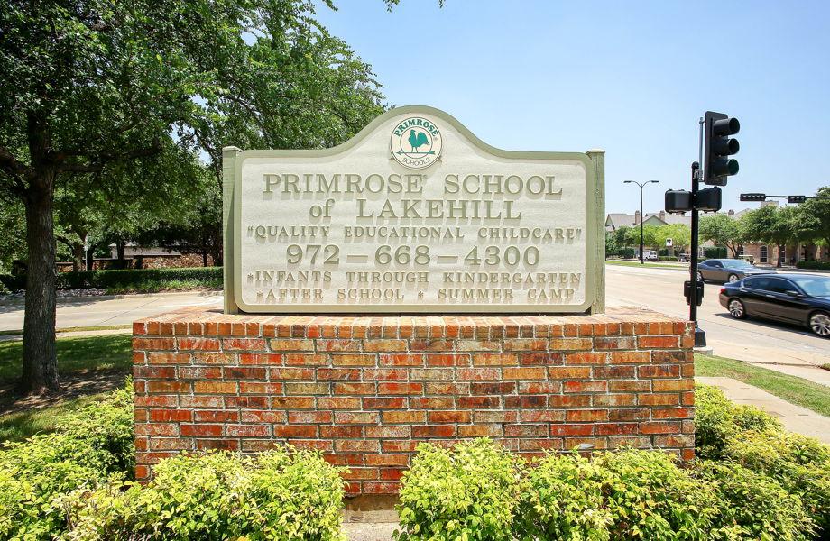 Primrose school of Lakehill street sign