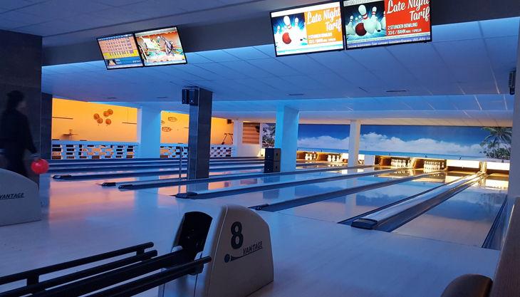 bowling billard lounge abends