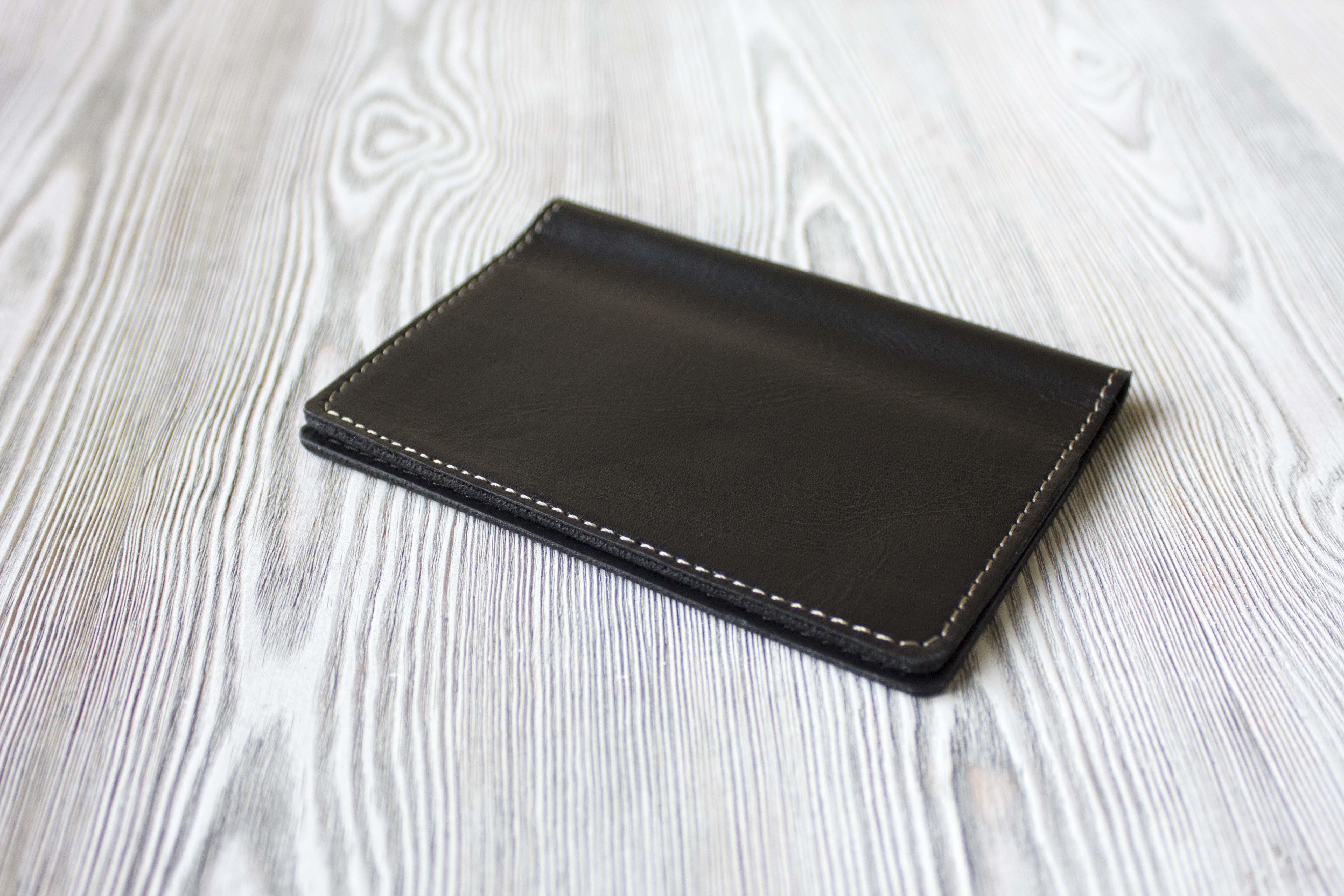 3a88f00308b0 Черная обложка для паспорта из натуральной кожи