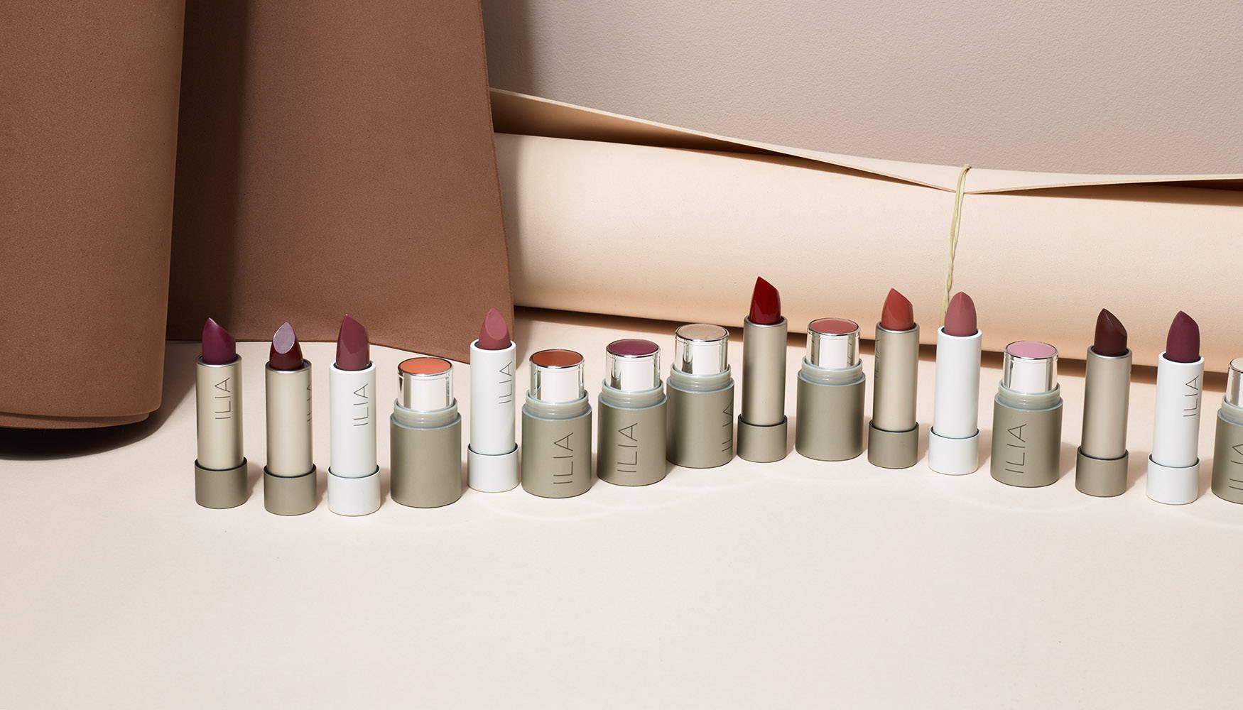 La sélection des Baumes à Lèvres Teintés et des Enluminateurs de Teint Ilia Beauty