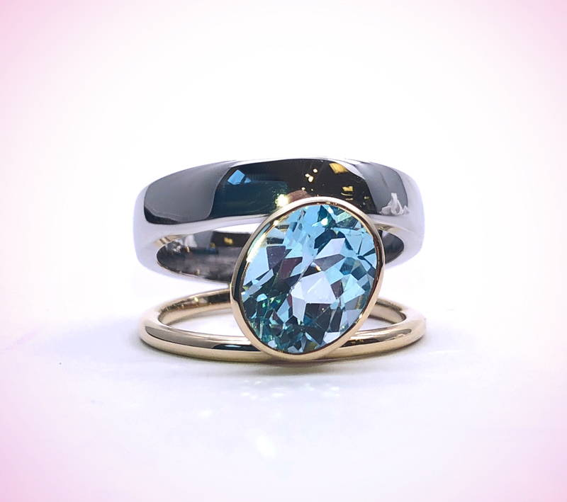 Topaz on double band white and yellow gold