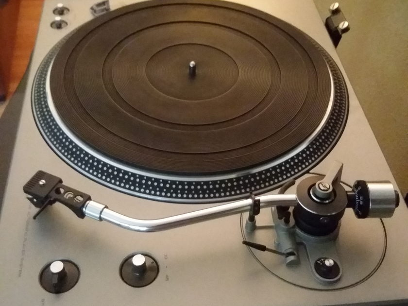 Technics SL-1400  Excellent Condition - Works perfectly!
