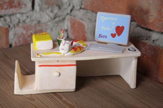 Керамический столик для канцелярских принадлежностей и визиток