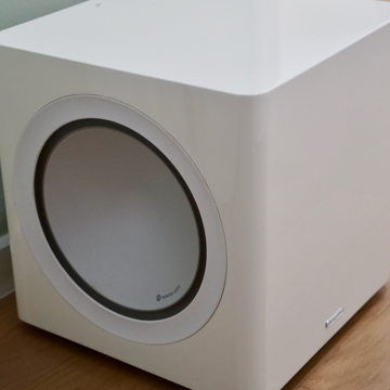 Radius 390 Compact Powered Subwoofer