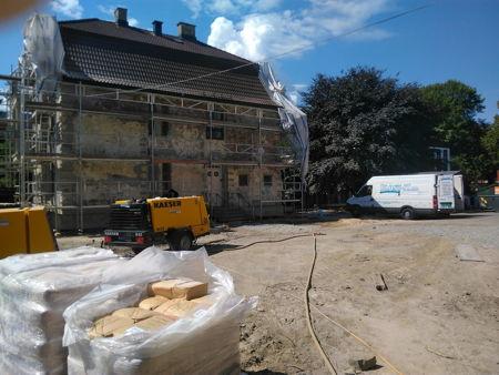 Sandblåsing av fasaden på Strømsø skole og rektorbolig 1 500 m2, for RVS Entreprenør juli 2018. bilde