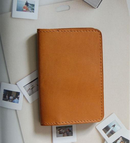 Рыжая кожаная обложка на паспорт