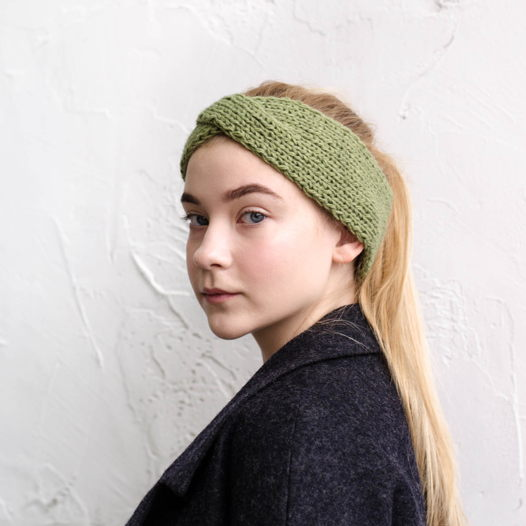 Тёплая вязаная повязка на голову цвета хаки