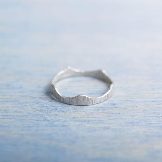Кольцо фактурное Волна из серебра