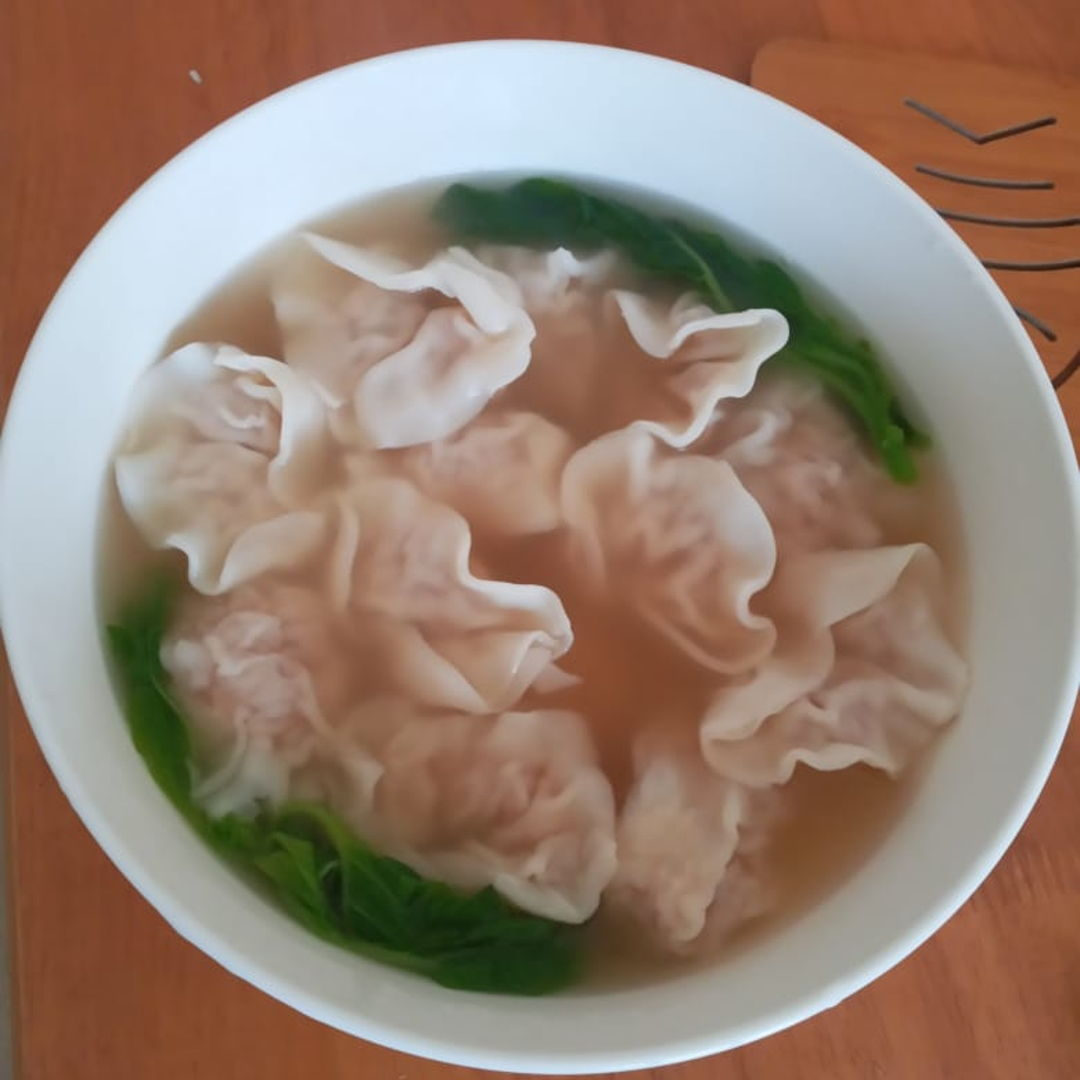 Delicious and hot wonton soup with shrimp wontons 😁🤗✌🏻