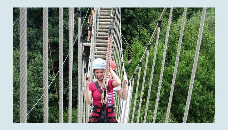 querfeldein hochseilgarten riesige hängeseilbrücke