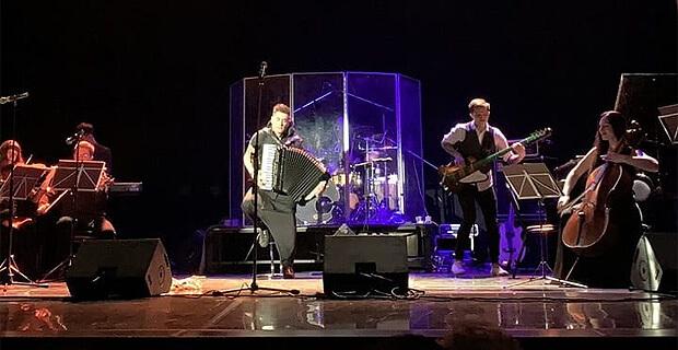 При поддержке «Юмор FM» в Самаре выступил Петр Дранга с оркестром - Новости радио OnAir.ru