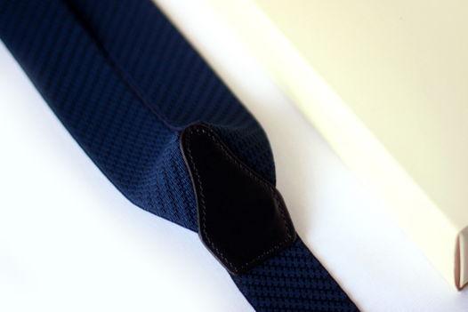 Синие подтяжки