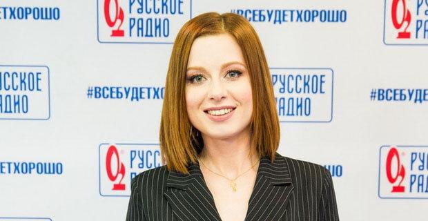 Юлия Савичева дала живой концерт в «Золотом микрофоне» на «Русском Радио»