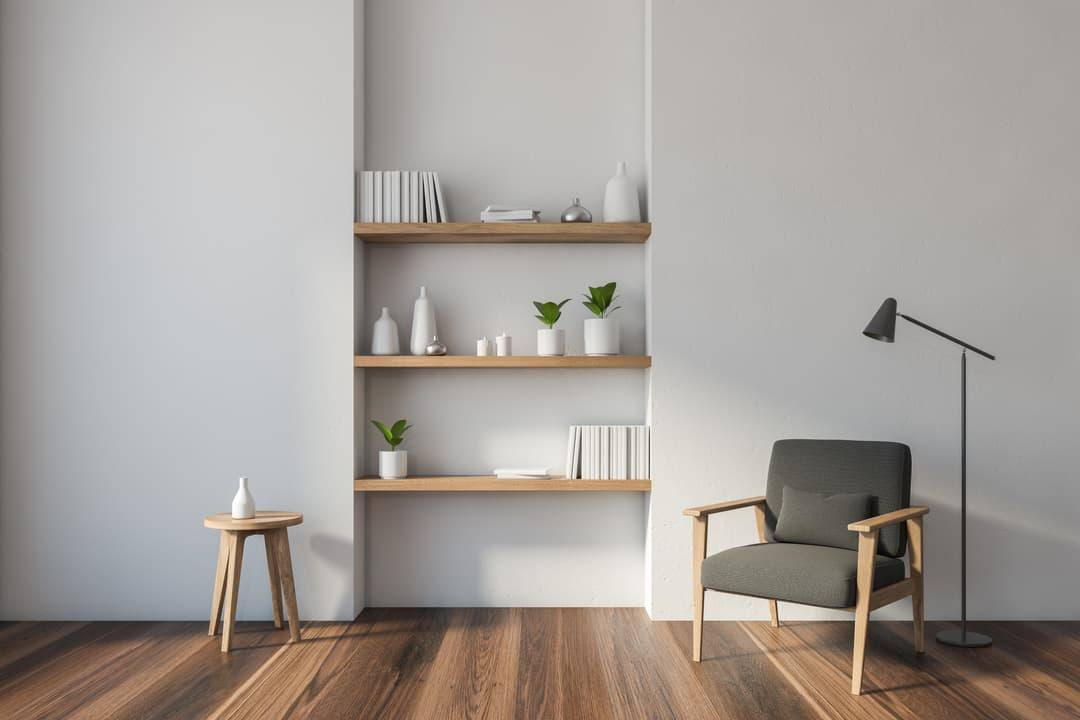Bibliothèque minimaliste au mure en bois massif
