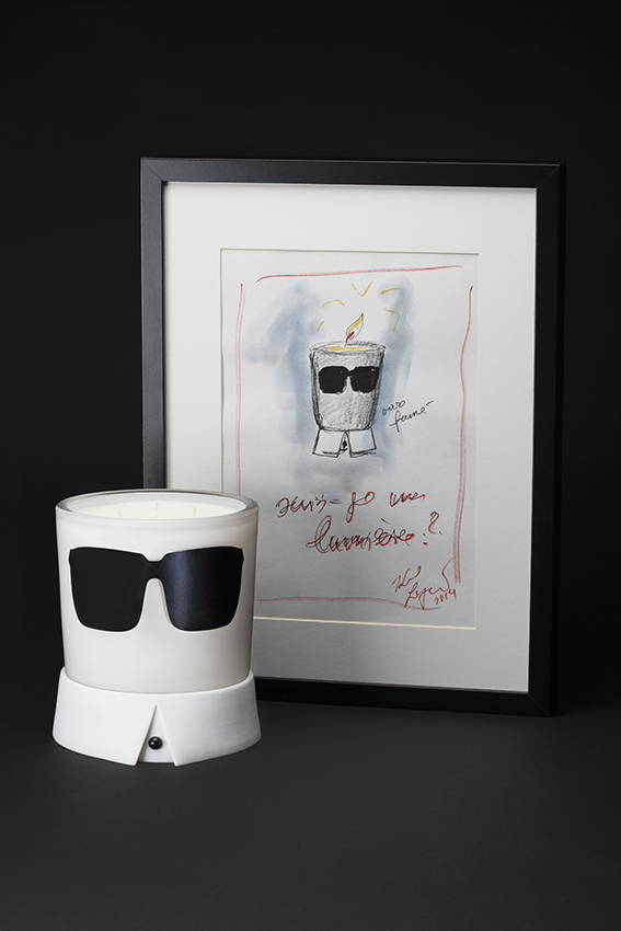Candle Karl, Karl Lagerfeld and perfumer John-Paul Welton joined forces to launch this unusual object whose starting point was, as for any fashion event, a sketch signed by its creator. The candle was shaped to become a unique design feature with a delicious fragrance. A nod to Karl Lagerfeld's quintessential appearance, it is dressed with glasses and his now iconic collar