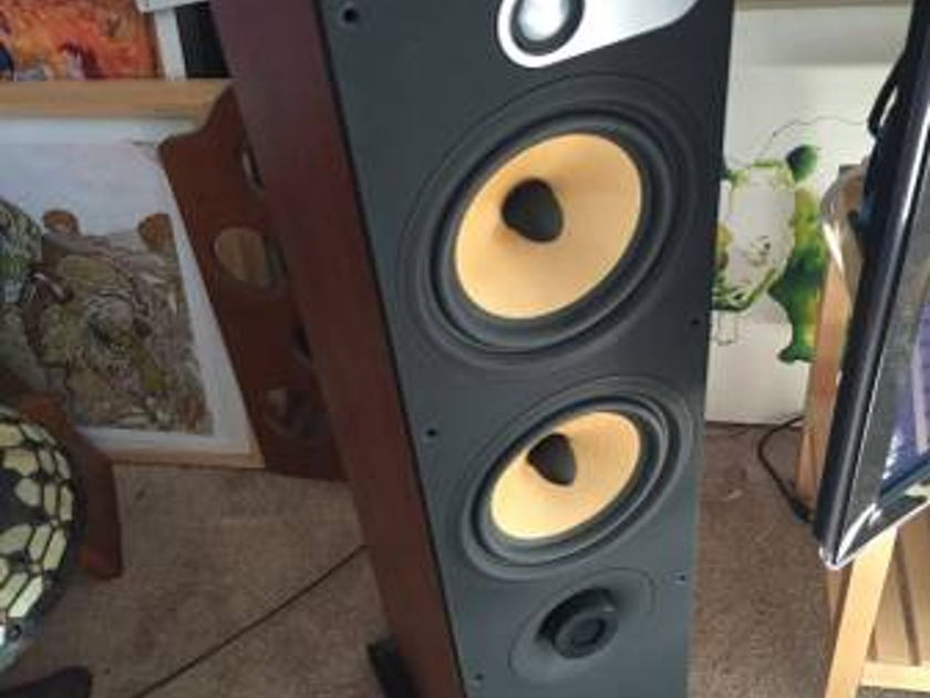 Bowers and Wilkins 684 Series 1