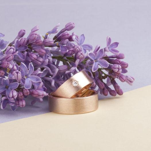 Золотые обручальные кольца  «Лунная пыль»