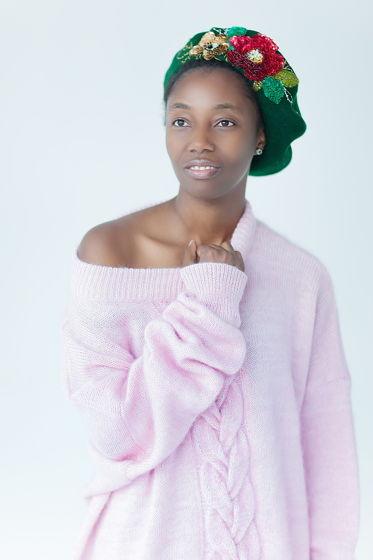 Розовый свитер оверсайз с косой