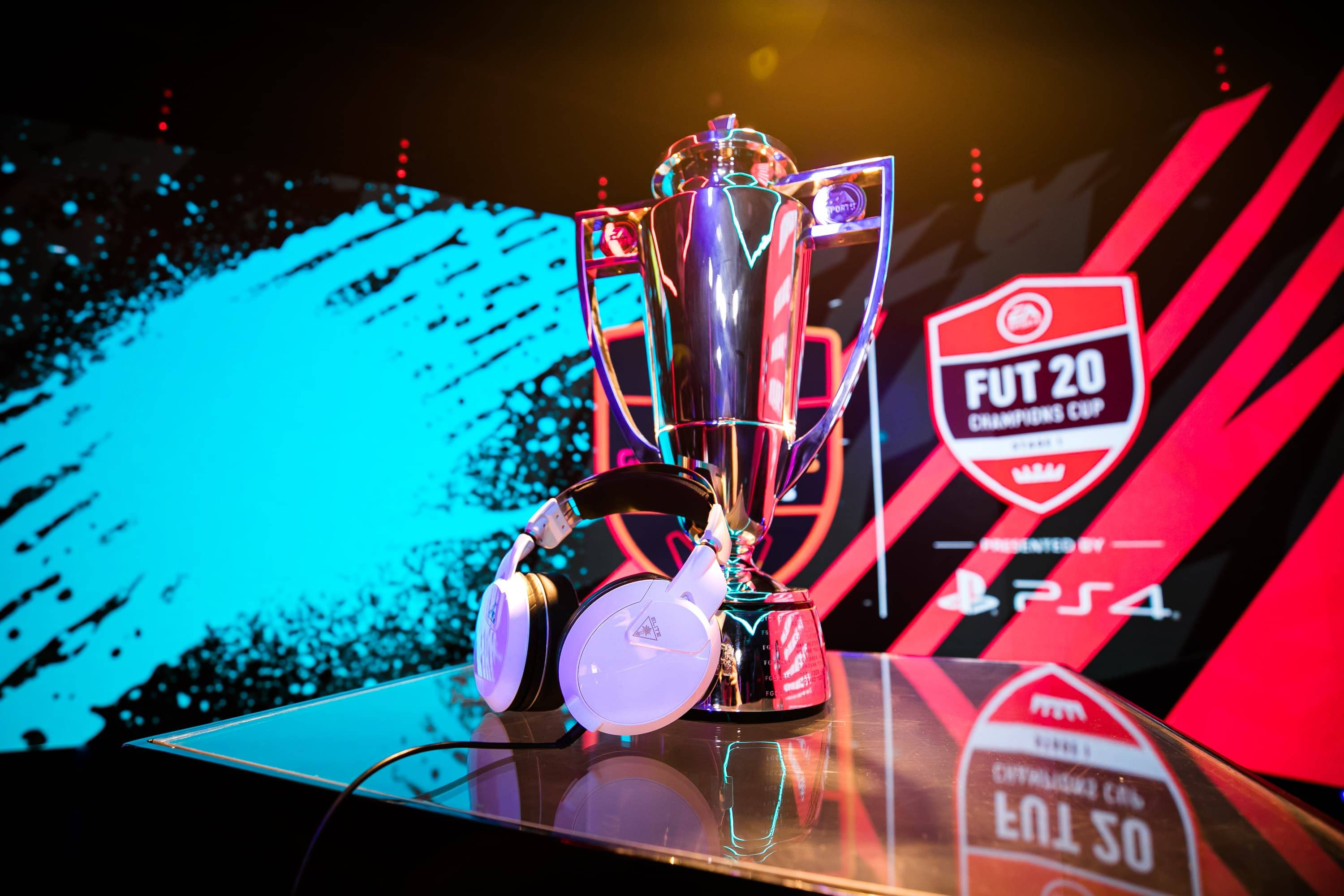 turtle beach elite pro 2 headset and EA sports trophy