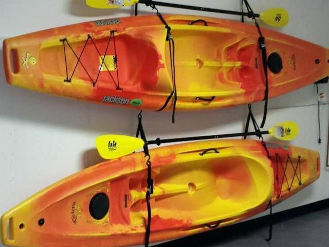 RENTERS BAY: Kayak For Single person